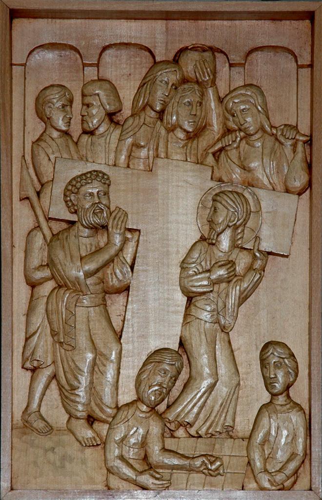 Cinquième station : Simon de Cyrène vient en aide à Jésus. Gravure sur bois, église Notre-Dame du Travail, Paris.