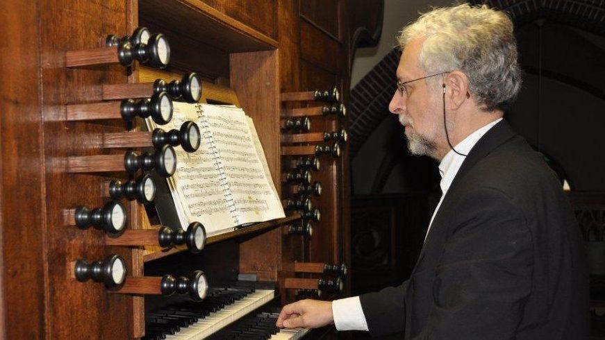 L'organiste Axel Wendstedt accompagne les concerts baroques  à l'orgue et au clavecin